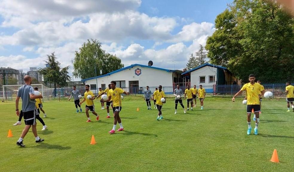 Jogadores árabes treinam na Sérvia em preparação para o duelo com a seleção brasileira — Foto: Divulgação