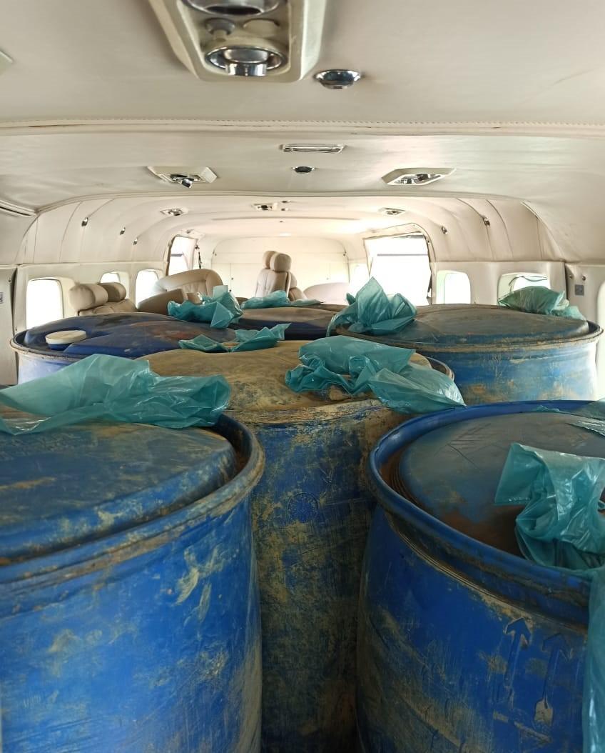 PF flagra tentativa de transporte irregular de diesel em avião monomotor no aeroporto de Itaituba, no PA