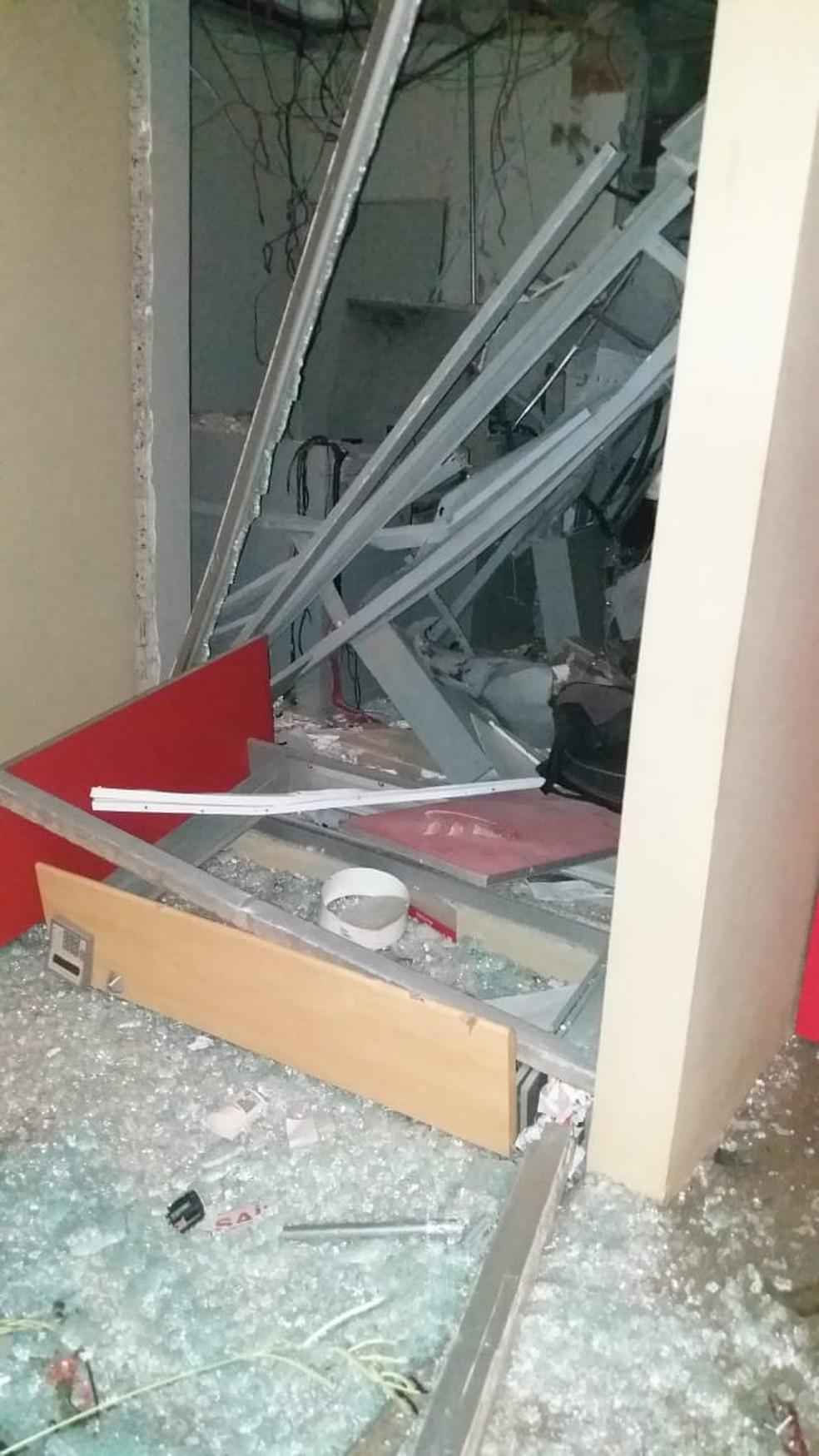 Suspeitos utilizaram dinamites para invadir agência bancária em Santa Maria da Serra — Foto: Redes sociais/Reprodução