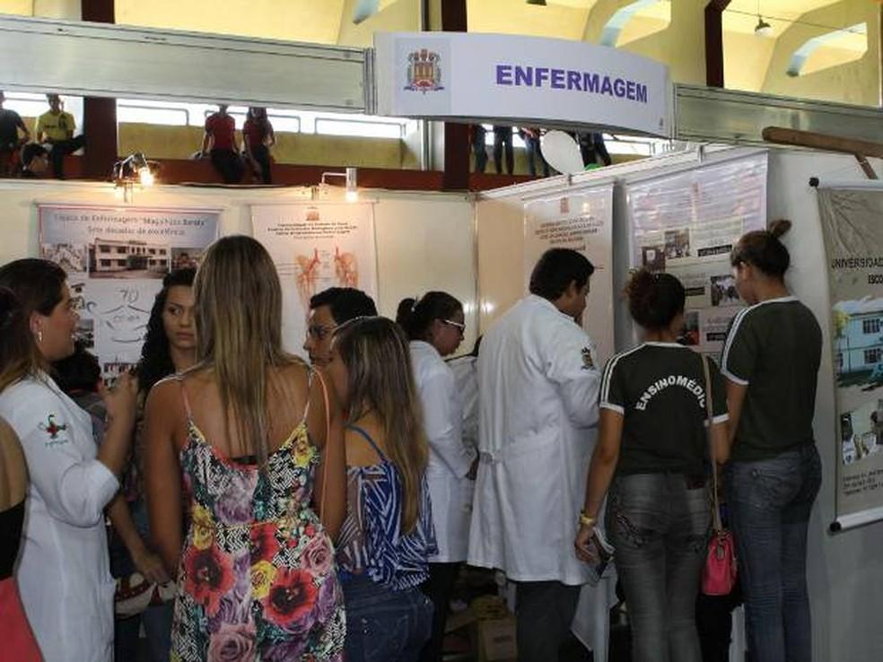 -  Estudantes do ensino médio podem tirar dúvidas sobre carreira e mercado de trabalho na Feira Vocacional promovida pela Uepa  Foto: Divulgação/Ascom U