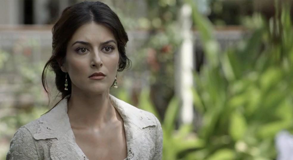 Cecília fica paralisada com o que Josephine está prestes a fazer — Foto: TV Globo