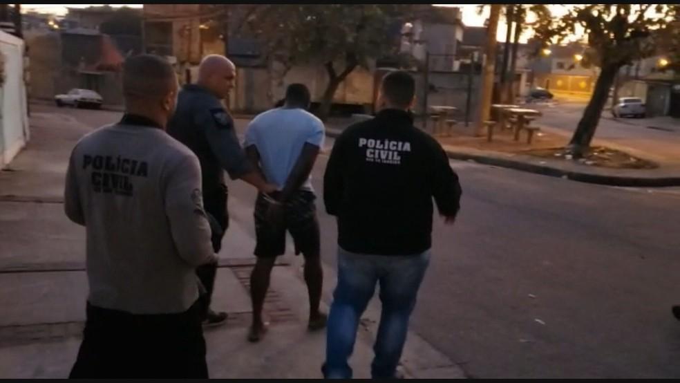 Polícia cumpre mandados contra suspeitos de violência contra a mulher no RJ — Foto: Reprodução / TV Globo