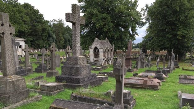 Catacumba em cemitério (Foto: HARÍOLO DOS SANTOS/BBC)