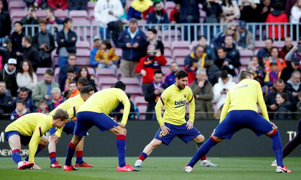 Barcelona cortou parte do salário dos jogadores — Foto: Reuters
