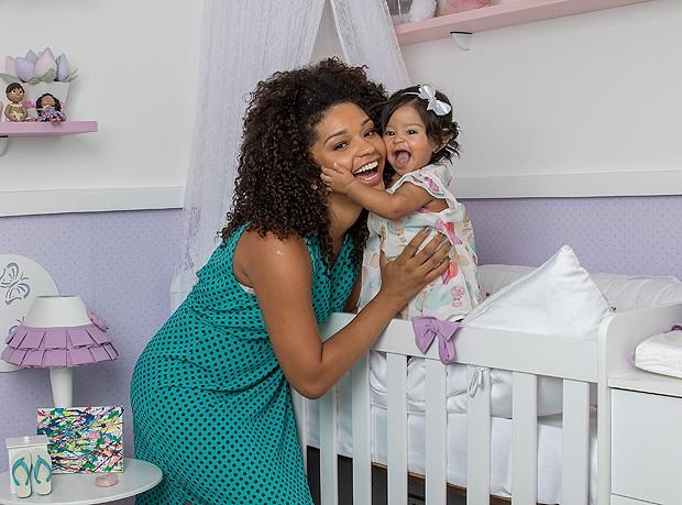 Juliana Alves e sua filha, Yolanda (Foto: Ivo Gonzalez)