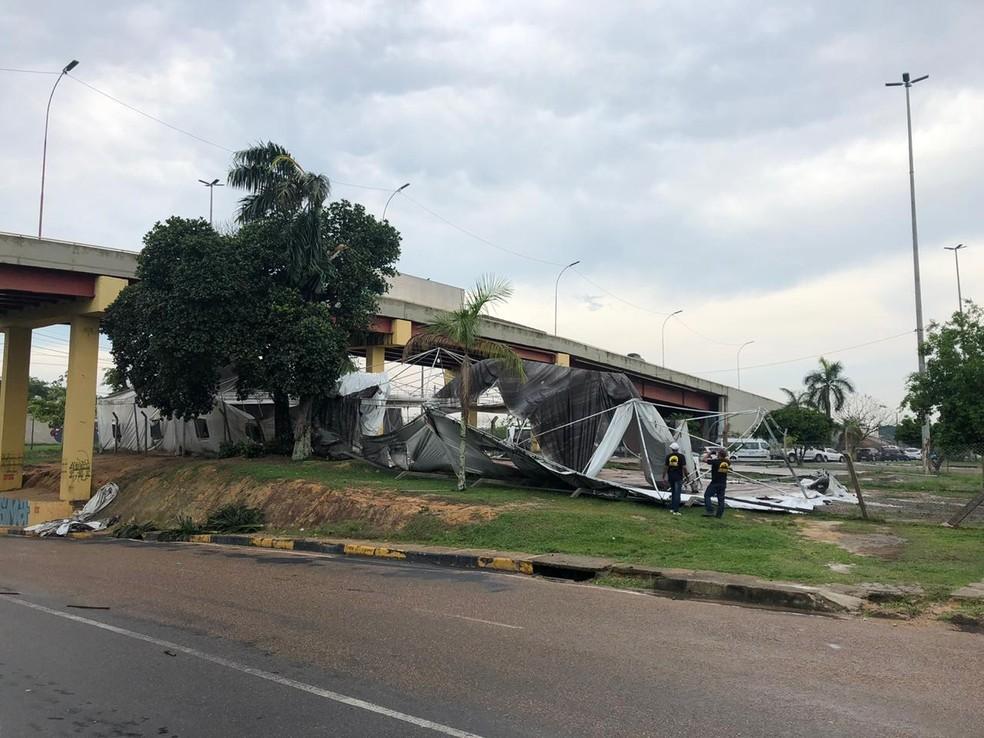 Abrigo para venezuelanos é destruído por chuva em Manaus. — Foto: Matheus Castro/G1 AM