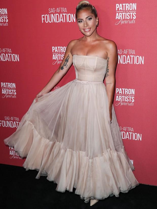 Lady Gaga em um dos eventos do SAG após ser indicada ao Oscar (Foto: Backgrid)