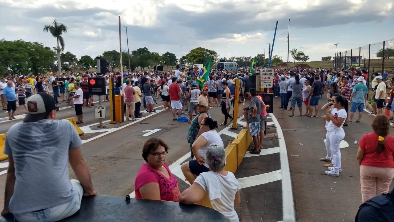Usuários protestam na praça de pedágio de Jataizinho pela segunda vez neste mês - Notícias - Plantão Diário