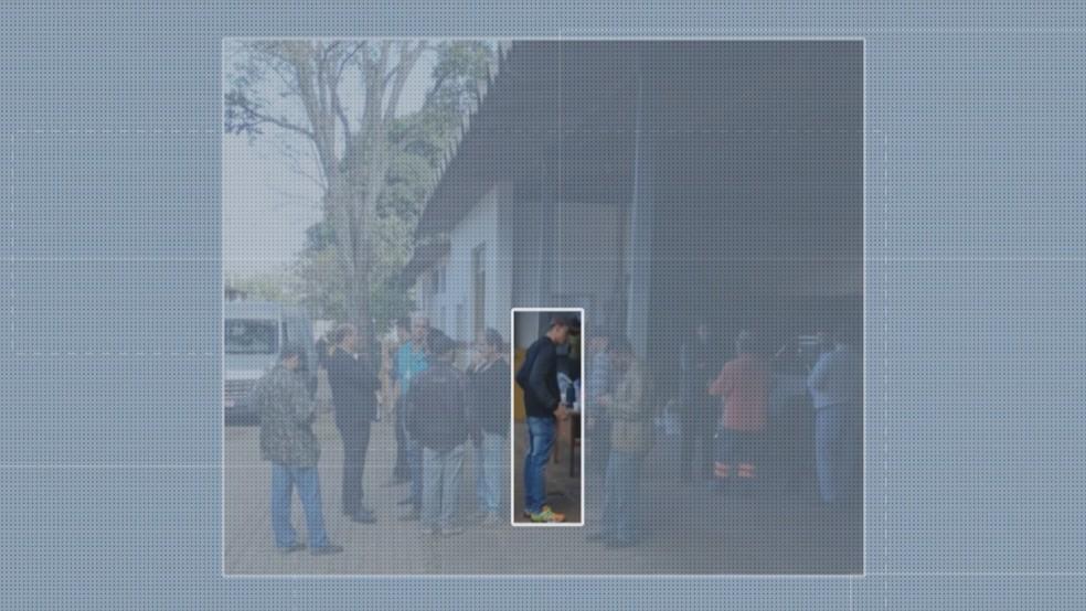 O cabo da Polícia Militar do Distrito Federal Daniel Donizet aparece em pátio da Administração Regional do Gama, no DF — Foto: TV Globo/Reprodução