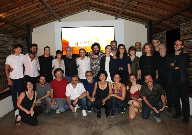 Elenco e equipe de Onde Nascem os Fortes (Foto: Globo/João Miguel Júnior)