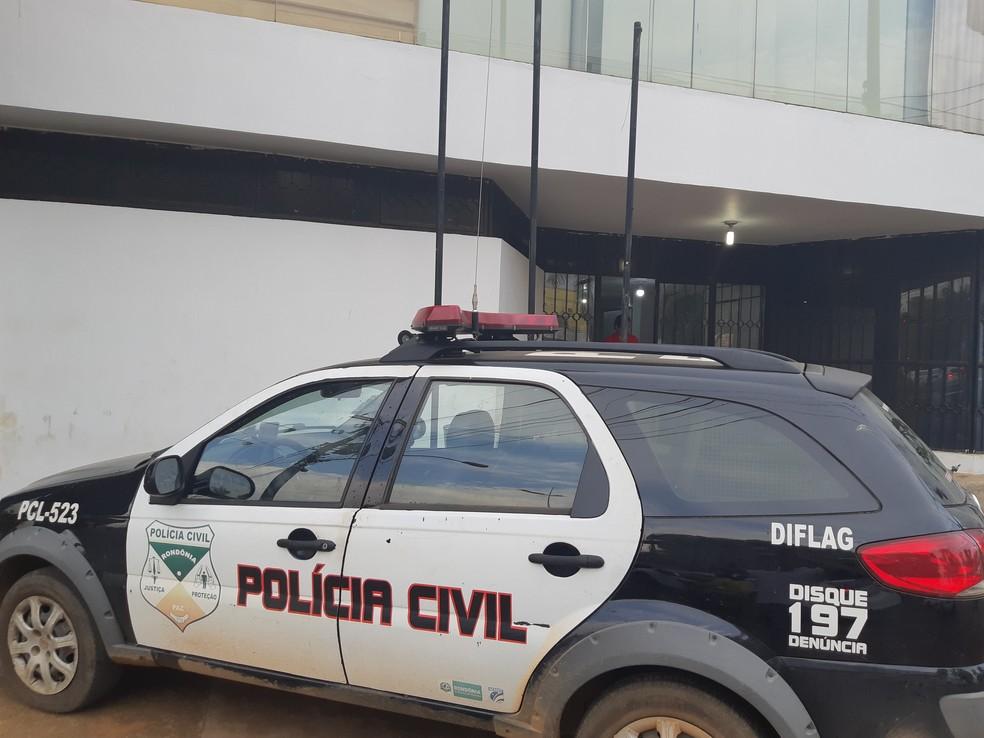 Vizinhos foram encaminhados à Central de Polícia, em Porto Velho — Foto: Toni Francis/G1