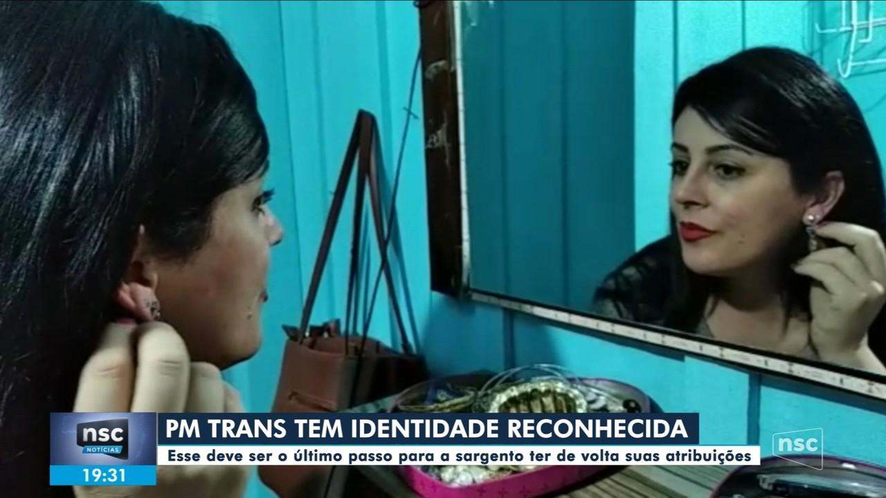 Primeira PM trans de SC tem identidade reconhecida após 10 meses de espera