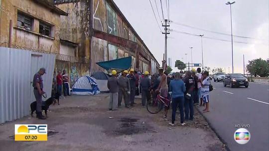 Cais José Estelita: demolição de armazéns atrai manifestantes e pessoas em busca de emprego