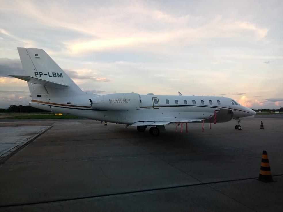Avião com ex-ministro Maggi e família faz pouso de emergência em aeroporto de MT após falha — Foto: Corpo de Bombeiros de Mato Grosso/Assessoria