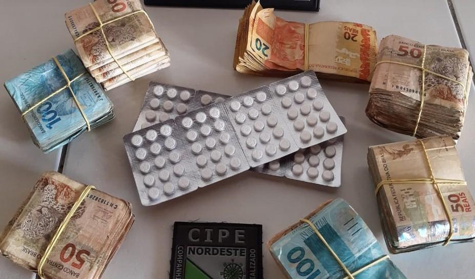 Homem é preso com R$ 58 mil em espécie e 120 comprimidos de anfetamina na Bahia