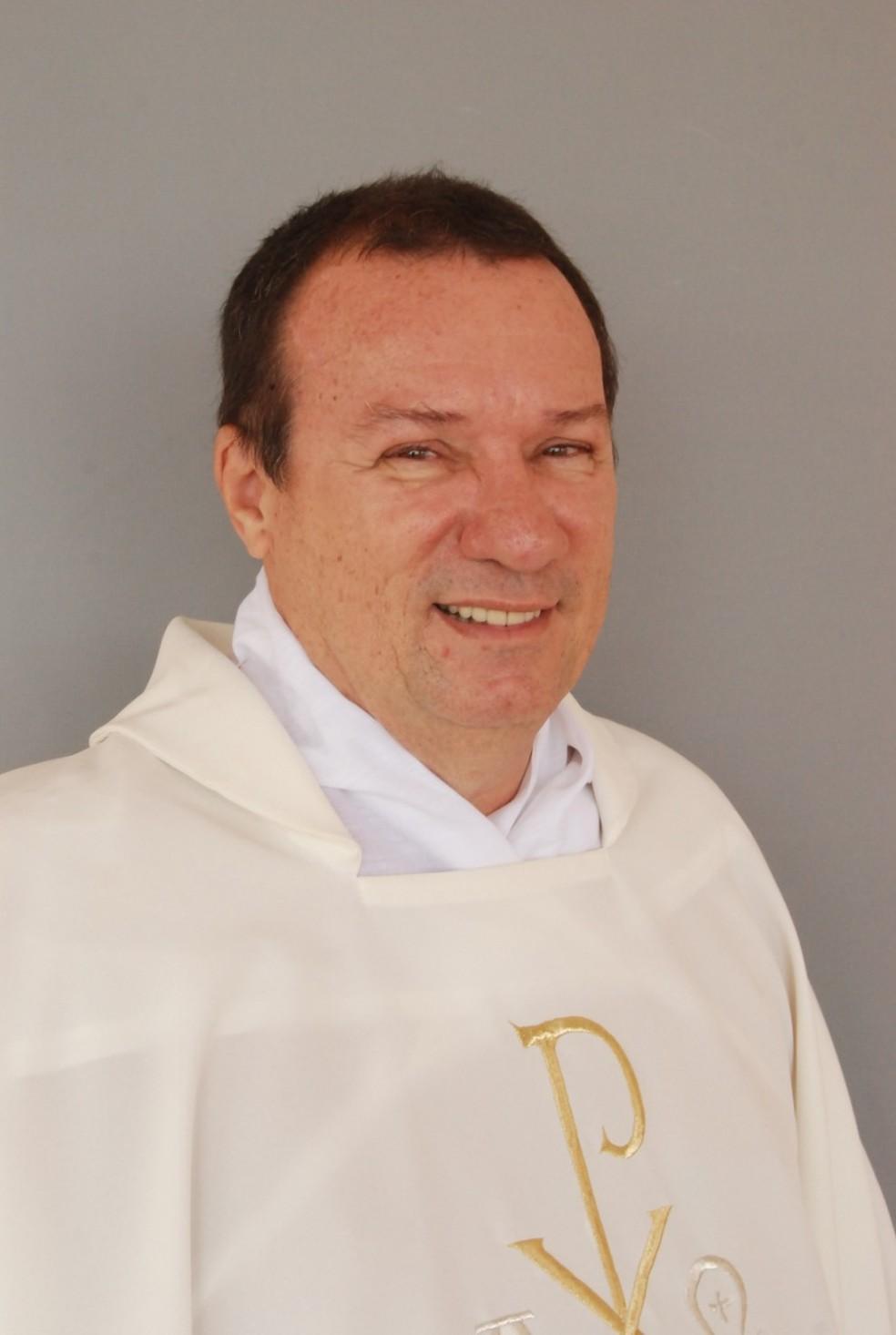 Padre Idalmo César Barbosa Fernandes, de 66 anos, foi encontrado morto dentro de um quarto de hotel em Caldas Novas — Foto: Arquidiocese de Natal