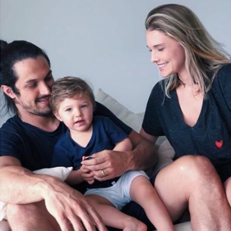 Romulo Estrela com a mulher e o filho (Foto: Reprodução)