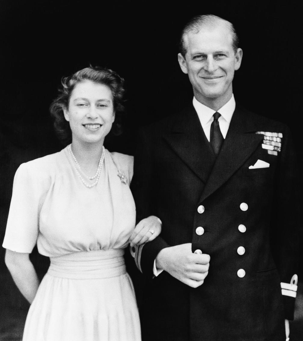 Princesa Elizabeth e seu então noivo, Philip Mountbatten, em foto de 10 de julho de 1947 — Foto: AP/Arquivo
