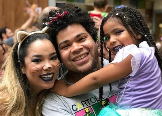 Micheli Machado e Robson Nunes com a filha (Foto: Reprodução)
