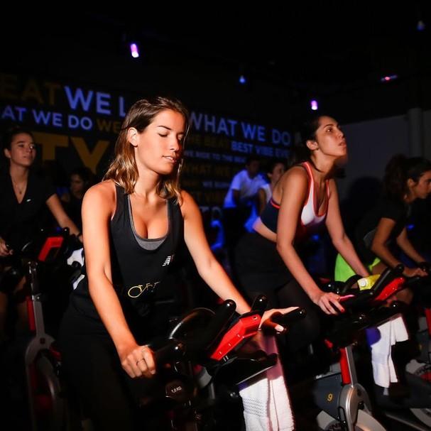 O HIIT também aparece em treinos de bike indoor (Foto: Instagram/Reprodução)