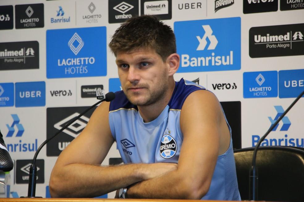 Walter Kannemann em entrevista coletiva pelo Grêmio — Foto: Eduardo Moura