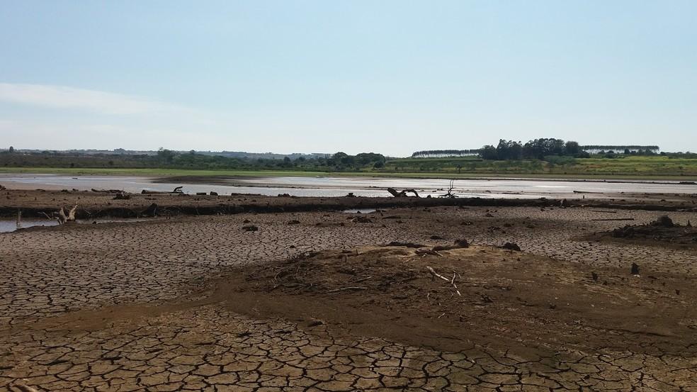 Margem do Descoberto ao lado de propriedade rural  (Foto: Gilver Ferreira/Arquivo pessoal)