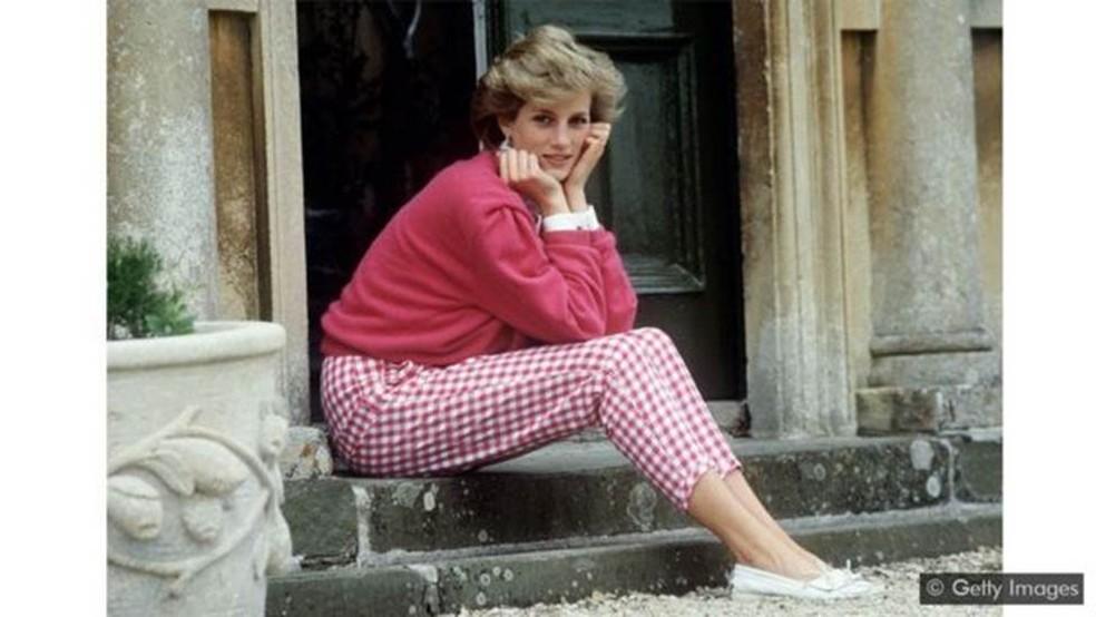A princesa Diana está entre as muitas mulheres que passaram por momentos difíceis como membro da família real — Foto: Getty Images via BBC