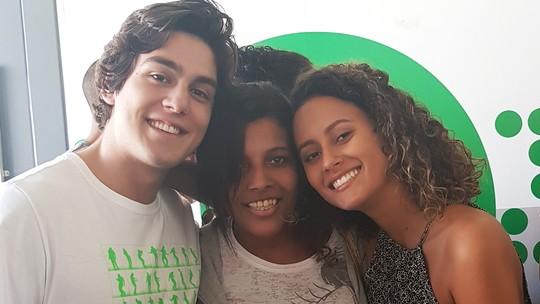 Fãs de 'Vidas Brasileiras' conhecem elenco e fazem visita pelos Estúdios Globo