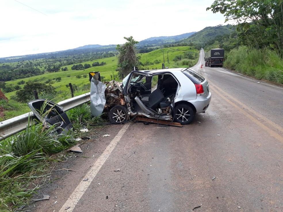 Acidente foi logo depois de uma curva, na BR-435, entre Colorado e Cerejeiras (Foto: Divulgação PRF)