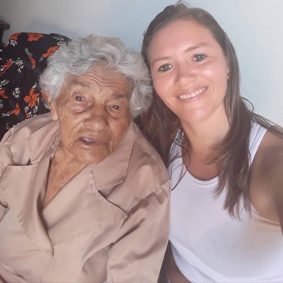 Dona Beatriz e a neta Fabiana de Lima — Foto: Arquivo pessoal