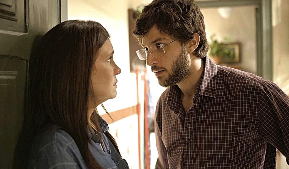 Danilo (Chay Suede) fica horrorizado com a atitude de Thelma (Adriana Esteves) e dá um último aviso para a mãe  — Foto: Globo