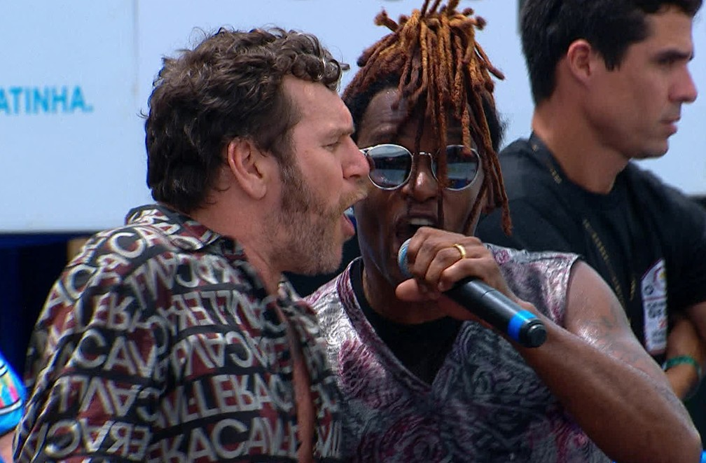 Toni Garrido e Otto se apresentam no Galo da Madrugada em 2020 — Foto: Reprodução/TV Globo