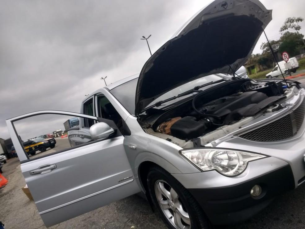 Cerca de R$ 2,5 milhões foram encontrados dentro de veículo, na rodovia Régis Bittencourt, SP — Foto: Dione Aguiar / G1