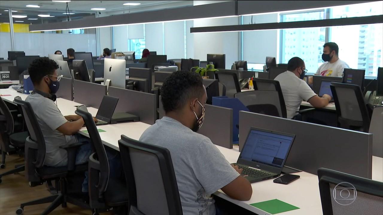 Candidato deve se preocupar com iluminação e ângulo em entrevista virtual de emprego