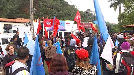 Protestos marcam entrega da Medalha da Inconfidência, em Ouro Preto