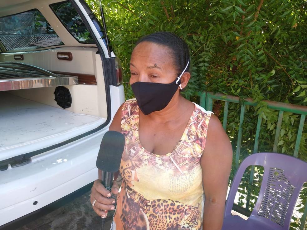 Viúva de Joilson pede Justiça para o caso. — Foto: Antônio Rocha/TV Clube