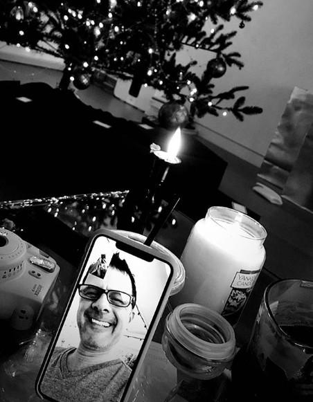 A foto compartilhada por Ariana Grande mostrando uma conversa entre ela e o pai em um aplicativo no celular (Foto: Instagram)