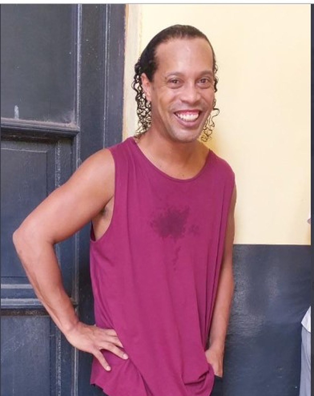 Imagem divulgada em rede social mostra Ronaldinho Gaúcho em penitenciária em Assunção, no Paraguai, em 9 de março de 2020 — Foto: Reprodução/Repollera