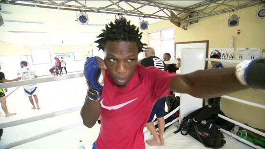 Africano atravessa Atlântico e MMA  transforma sua vida