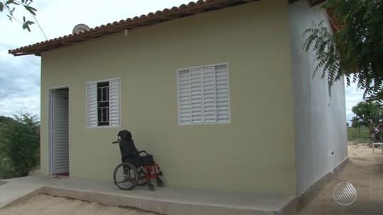 Na BA, empresário constrói casas por conta própria e doa a famílias que precisam