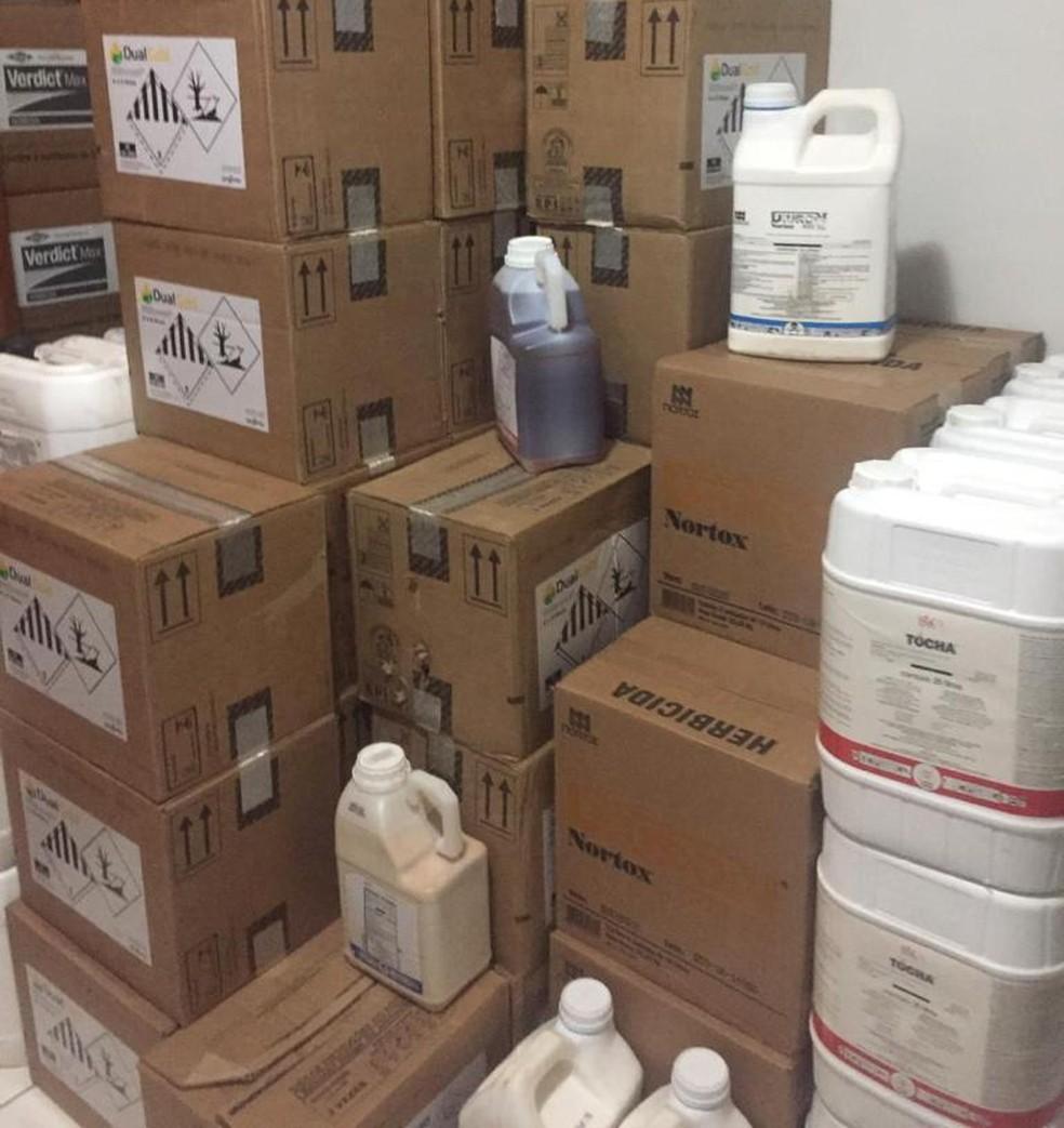 Polícia apreendeu 10 toneladas de defensivos agrícolas e prendeu suspeito de comercializar produtos sem autorização — Foto: Divulgação/Polícia Ambiental