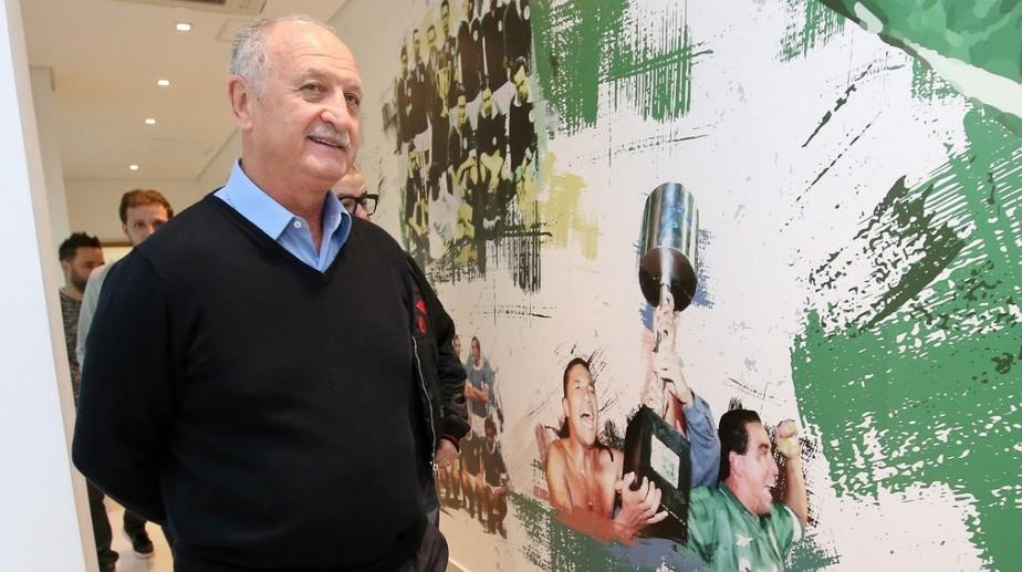 De volta ao Palmeiras, Felipão destaca nova estrutura e se derrete: