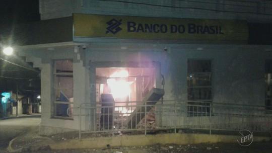 Polícia investiga se uma mesma quadrilha explodiu agências bancárias em 2 cidades do Sul de MG