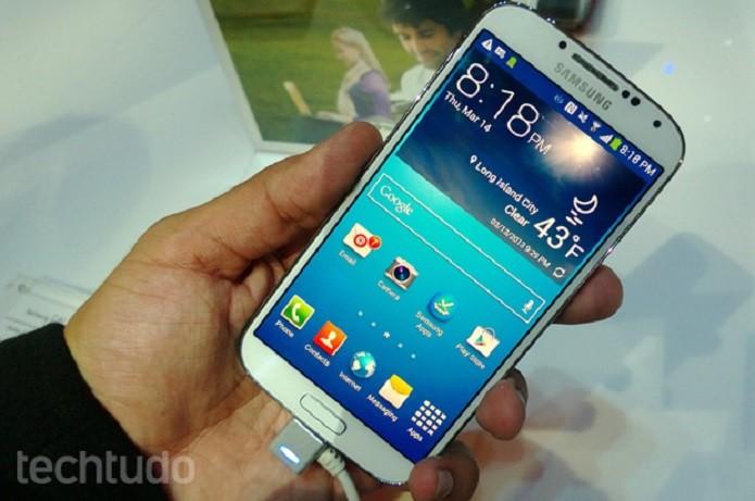 Galaxy S4 deve ser comprado apenas por preço abaixo de R$ 1 mil (Foto: Allan Melo/TechTudo)