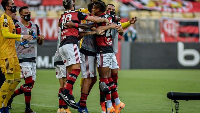Bruno Henrique celebra gol do Flamengo com companheiros
