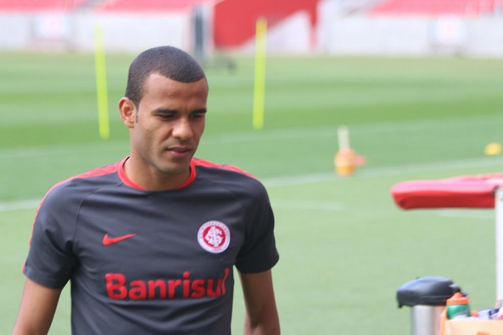 Ernando atuou em 10 partidas do Inter na temporada (Foto: Tomás Hammes / GloboEsporte.com)