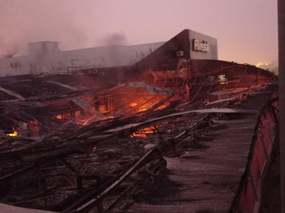 Foto: Incêndio em fábrica de doces
