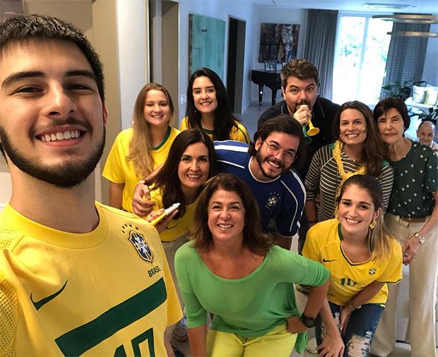 Fátima Bernardes com a família (Foto: Reprodução/ Instagram)