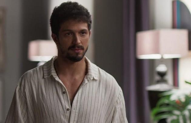 No sábado (14), Marcos (Romulo Estrela) ficará desesperado após Elias se recusar a salvar a filha antes de receber o dinheiro (Foto: TV Globo)