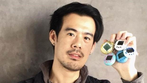 Josiah Chua com sua coleção de Tamagotchis (Foto: JOSIAH CHUA)